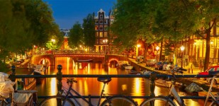 Winterbeeld-Amsterdam-Sloep-huren