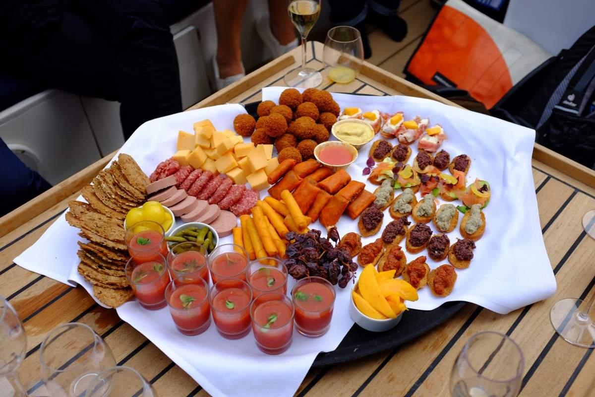 Sloep huren Amsterdam met catering