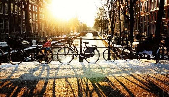 Amsterdamse grachten in de winter. Bekijk onze top 5 bezienswaardigheden in Amsterdam tijdens de kerstvakantie!
