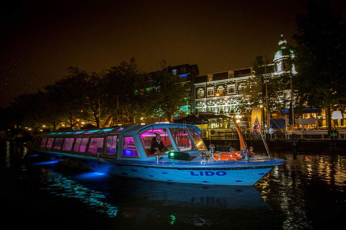 Rondvaartboot Amsterdam Boothuur - LIDO - Buiten nacht