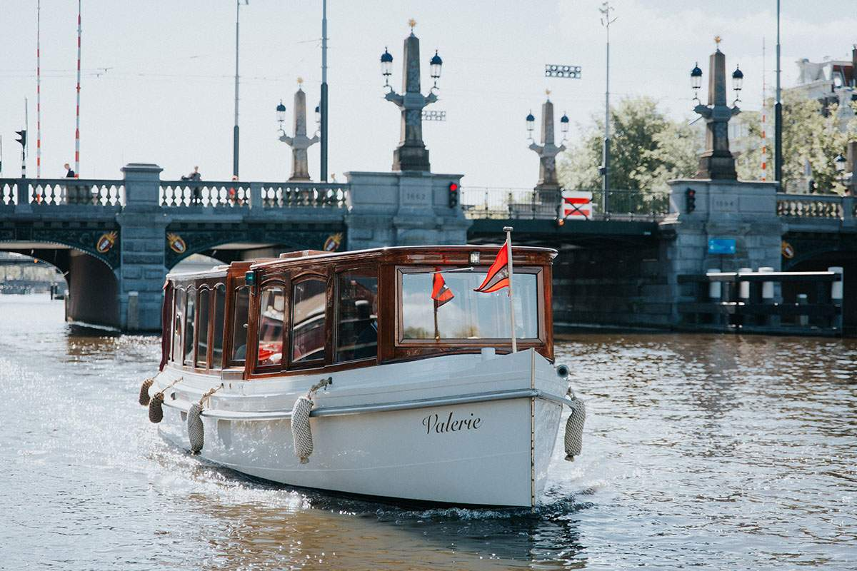 Rondvaartboot huren Amsterdam